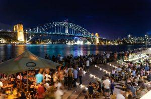 Puente de la Bahía en Sydney de noche