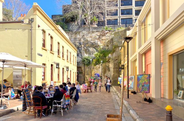 Haciendo excursiones en Sydney en español por el barrio de The Rocks