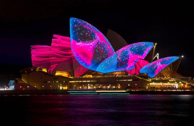Festival de luces Vivid proyectado sobre la Casa de la Ópera de Sydney