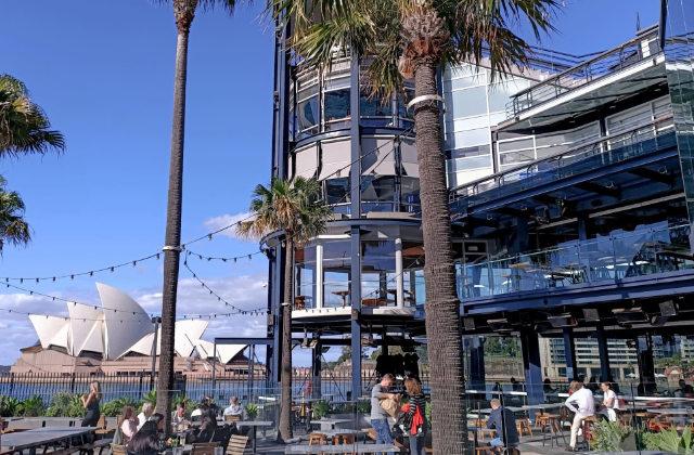 Vista a la Casa de la Ópera desde el bar y restaurante The Squire's Landing