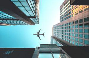 Avión sobrevolando el centro de Sydney