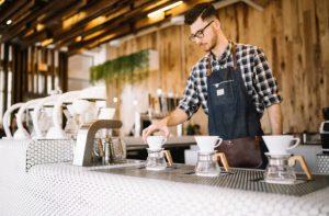 Persona trabajando en cafetería en Sydney