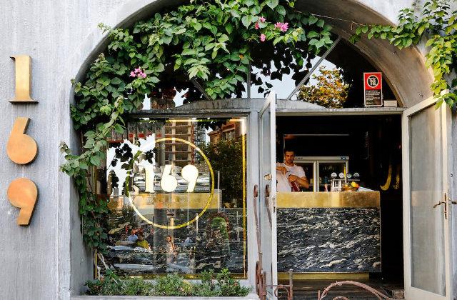 Fachada de 169 Darlinghurst. Uno de los mejores cafés y restaurantes para hacer Bottomless Brunch en Sydney