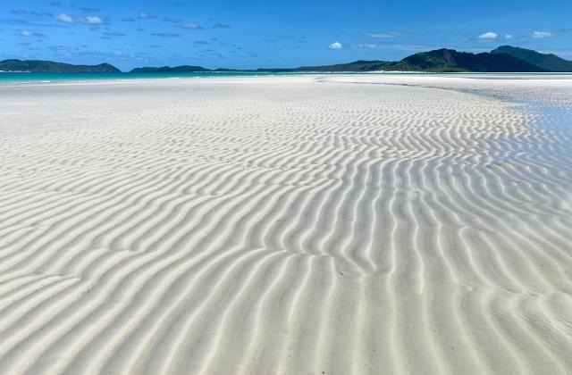 Arena en la playa Whitehaven en Australia