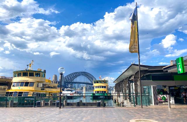 Ferris en la terminal de Circular Quay en Sydney. Como evitar la cancelación de la visa Australiana