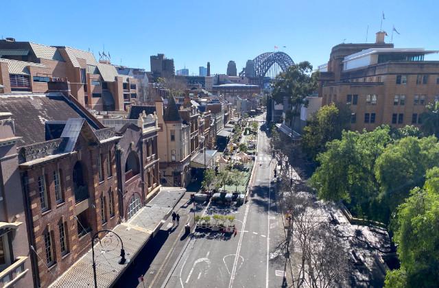 Vista hacia el barrio de The Rocks. Uno de los barrios en Sydney que puedes recorrer en moto con el carnet de conducir